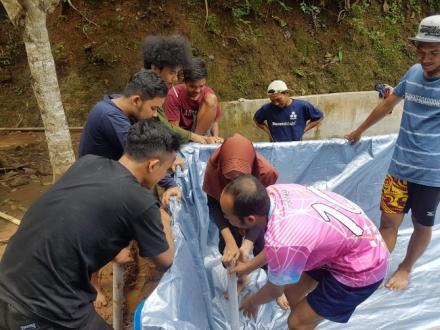 Pelatihan pembuatan Kolam Lele Bersama KKN UMY Dusun Seropan I